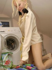 Naked Anne Washing Machine Fun Day - Picture 3