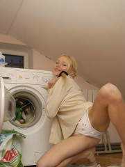 Naked Anne Washing Machine Fun Day - Picture 6